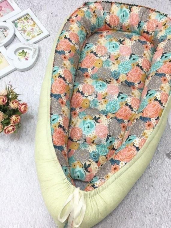 Кокон гнездышко для новорожденных цветы Vikki Kids
