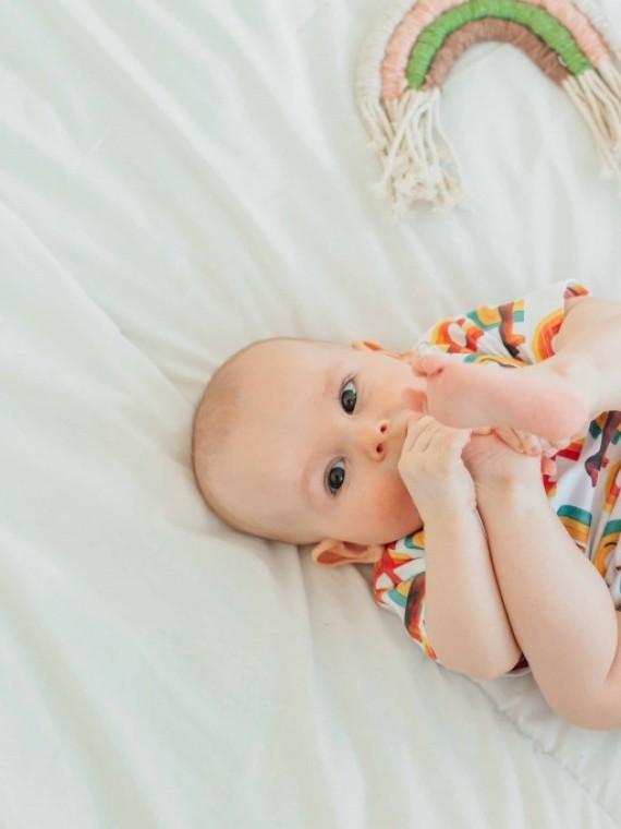 Костюм для новорожденных с футболкой и трусиками радуга Vikki Kids